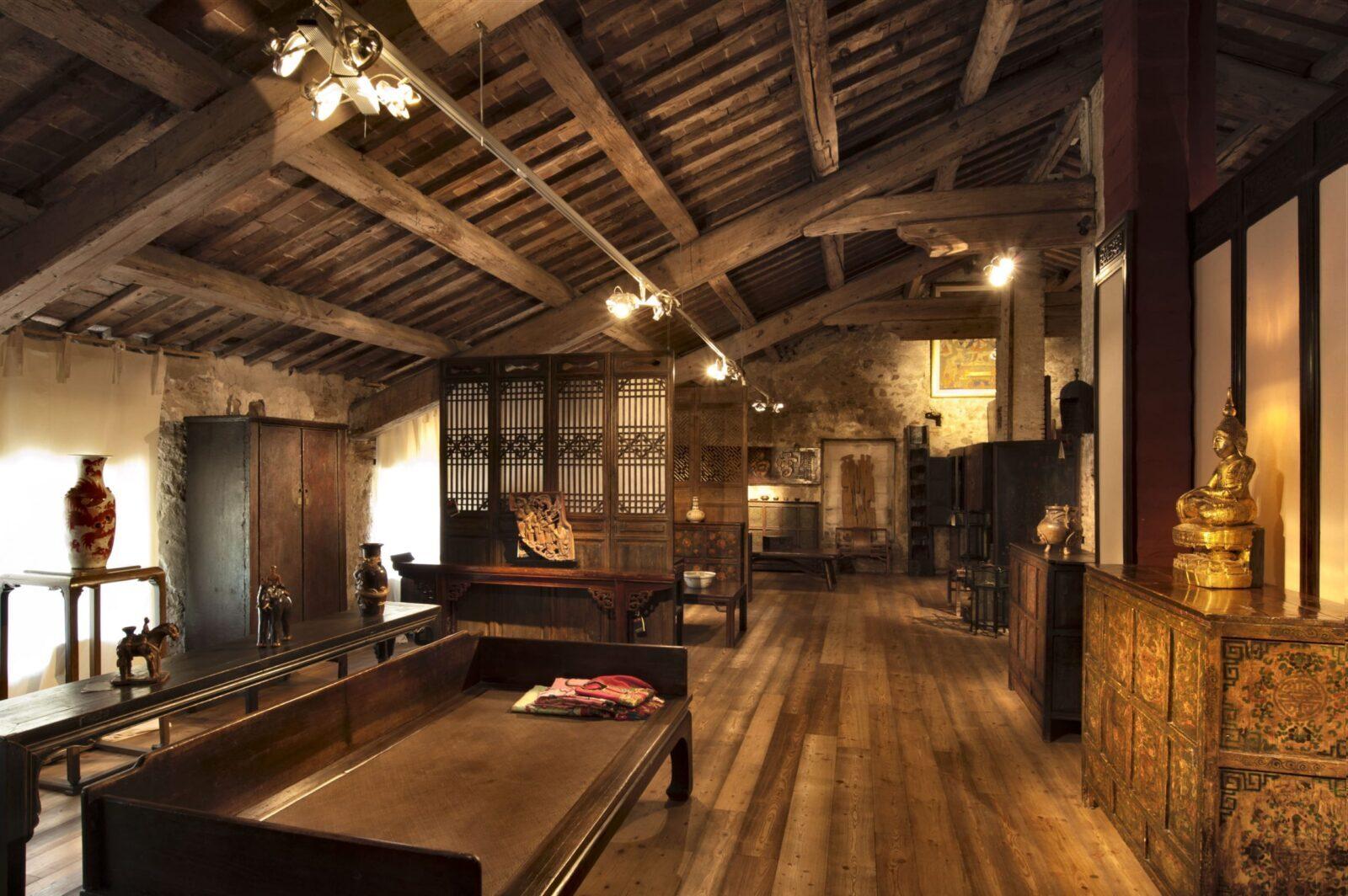 Vendita mobili e arredamenti antichi orientali   Galleria Thais - Vicenza